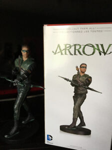green arrow cw tv show statue 12 inch $100.00 new