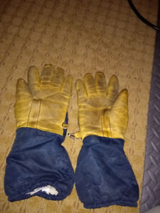 Ladies sturdy leather winter gloves