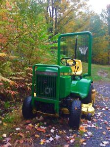 Tracteur John Deere 318 en super état