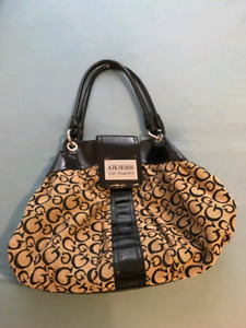 GUESS PURSE brand new perfect condition
