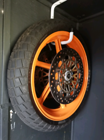 Wet wheels and tyres