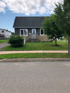Move in ready, 3 bedroom, single garage with many updates west!!