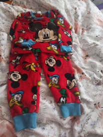Boy's Fleece red Mickey mouse pyjamas agë 2 to 3 years