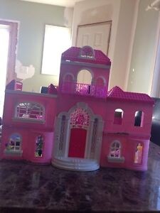 Barbie doll house London Ontario image 3