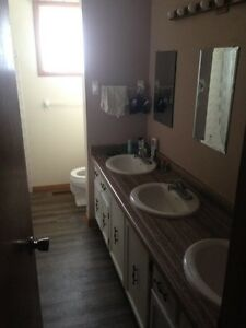 UWO 4 or 5 room student house all inclusive MAY-APRIL2018