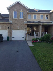 3 Bdm Townhouse in Kingston East close to CFB, downtown & 401