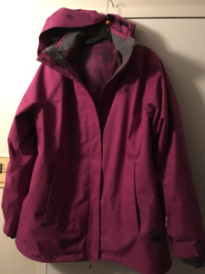 100$  Manteau de snow-ski Mountain Hardware XL - Valeur 375$