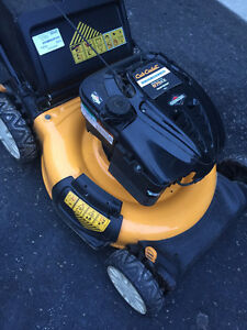 CUB CADET 6.75 LAWNMOWER 3 N 1 LIKE NEW