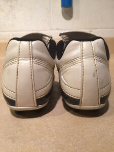 Youth Nike Outdoor Soccer Cleats Size 2 London Ontario image 2