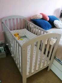 Baby cot (75x125cm)+ foam mattress + duvet + mattress protector +