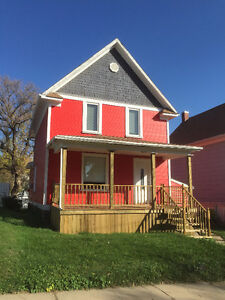 June 1st - 4 Bedroom House PETS near SIAST New