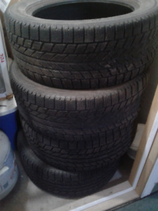 pneus a vendre 205/55/16 marque toyo urgent doit partir