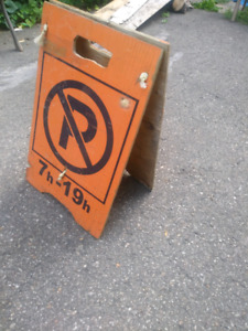 NO PARKING SIGN//5$