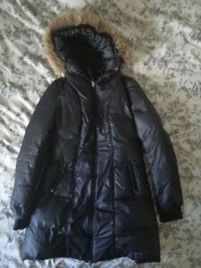 Manteau Mackage noir mi-long vraie fourrure en excellent état.