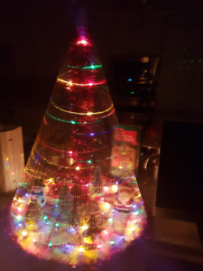 CHRISTMAS TREE WITH SPECIAL EFFECTS