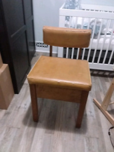 School house accent chair