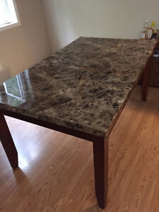 Dinning Table In excellent condition ( Moving Sale )