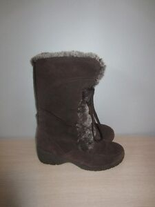 """WOMEN'S """"THINSULATE"""" BOOTS - SIZE 6"""