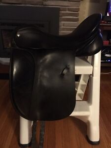 17.5 medium wide ridgemount dressage saddle