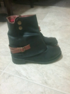 Women's Size 7 Boots Never Worn