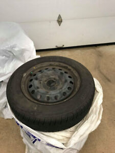 185/65/15 Pirelli P4  pneu d'été **moins de 2000km**