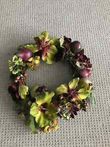 Christmas wreaths and door hanger London Ontario image 2
