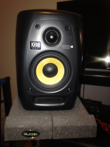 KRK VXT 4 with auralex isolation pads and rockville stands