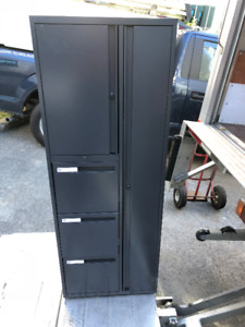 ARMOIRES-TOUR / TOWER-CABINETS