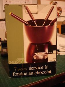 CHOCOLATE FONDUE IN WHITE COLOR
