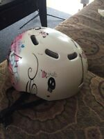 Skateboard helmet for girls