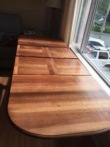 Beautiful Antique Table Comox / Courtenay / Cumberland Comox Valley Area image 3