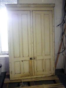 2 anciennes portes d'armoires doubles