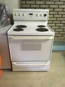 Four frigidaire oven stove