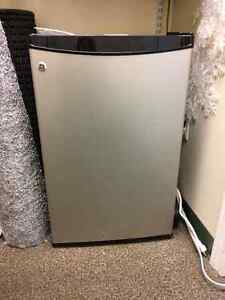 GE Bar Fridge with freezer Kitchener / Waterloo Kitchener Area image 1