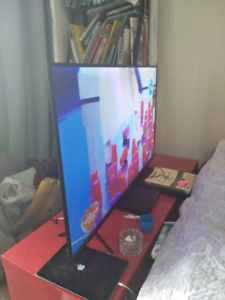 """Tcl smart uhd 43"""" television"""