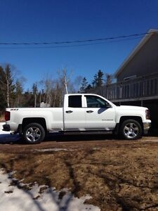 2014 Chevy silverado LT ( low low kms)