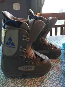 Burton boots - Youth sz 4 Cambridge Kitchener Area image 1