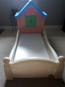 Little Tykes toddler Cottage Bed