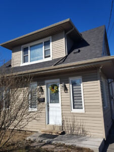 [Room Rent] ** A newly renovated Cozy house in Great Location **