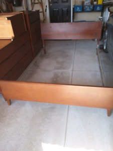 Double bed / dresser and nite stand