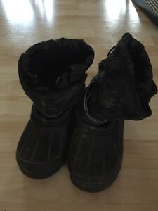Size 4 black winter boots Windsor Region Ontario image 1