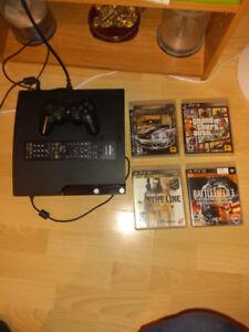Playstation 3 avec 4 jeux 1 manette jeu et une manette film