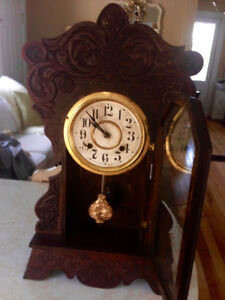 Beautiful Large Antique Oak Gingerbread Clock, Working condition