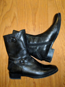 NEW // Leather booties handmade in Italy - Size 4.5 (EU 35)