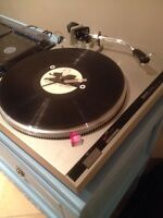 Technics direct drive turntable with needle