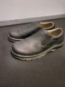 Dr. Martin's Doc Martin's size 10 leather shoes