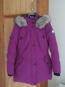 Manteau mi-long couleur prune (parka)