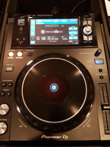 2 x XDJ-1000 MK2's - LIKE NEW