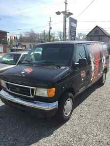 2006 Ford E-150 Passenger Van - Great Condition