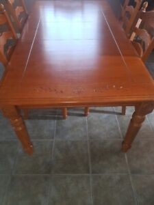 Dinning Room Table Solid Wood - 4 Good Chairs